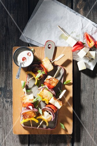 Halloumi and vegetable kebabs (seen from above)