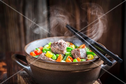 Beef stew with vegetables and noodles (Asia)