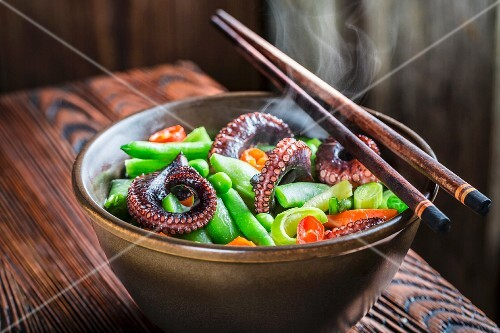 Steaming vegetables with noodles and squid (Asia)