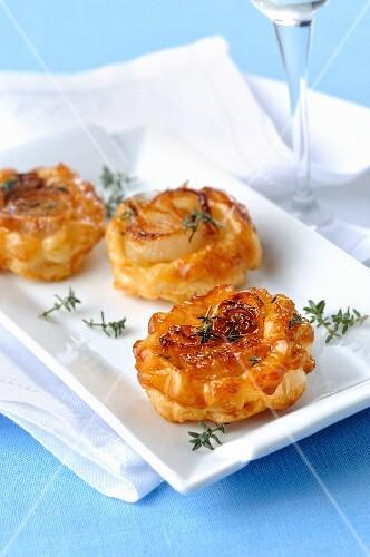 Mini tarte tatins with white onions