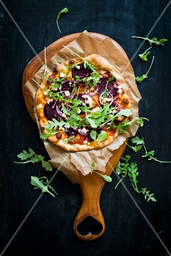 Pizza with beetroot and rocket