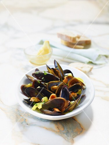 Clams with fennel and saffron