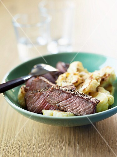 Beef tagliata with cauliflower