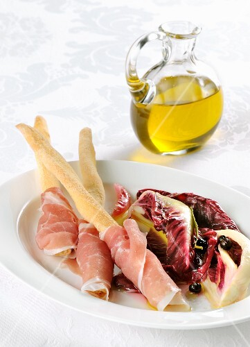 Breadsticks with San Daniele ham and a radicchio salad