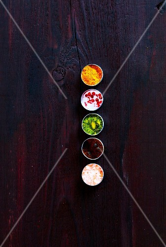 Five spices in bowls