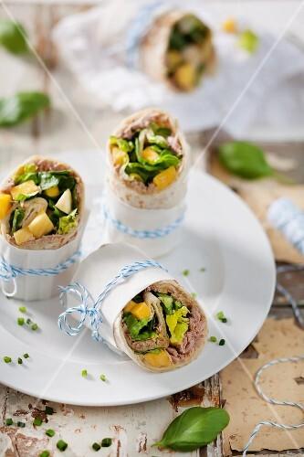 Tuna fish wraps with mango and basil