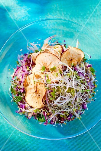 Bulgur salad with bean sprouts and dried apple slices