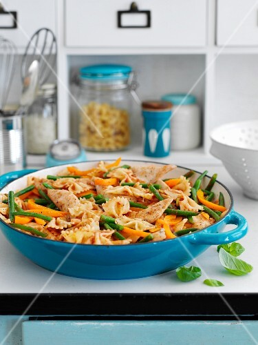 Farfalle pasta with balsamic vinegar, chicken and vegetables