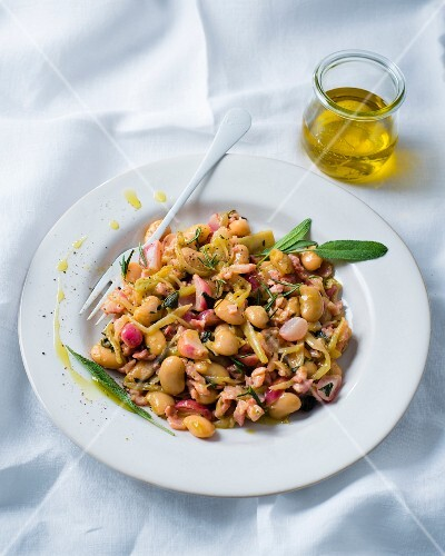 Warm bean salad with bacon, radishes and fennel