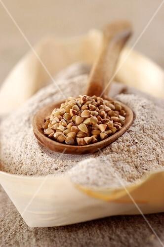 Buckwheat grains and buckwheat flour