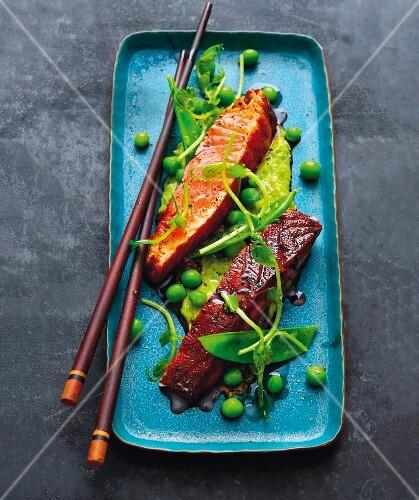 Teriyaki salmon with pea guacamole