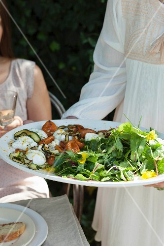 Summer salad with marinated mozzarella, apricots and courgette