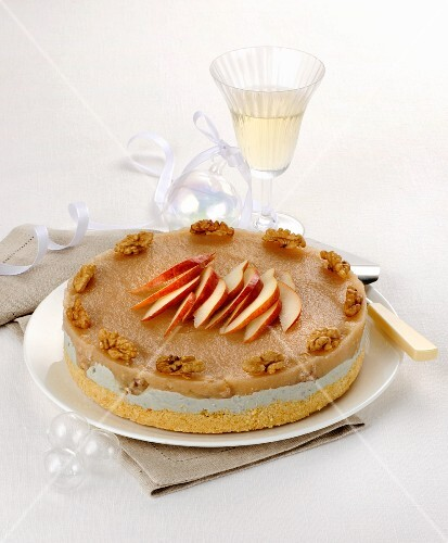 Spicy cheesecake with Gorgonzola and walnuts