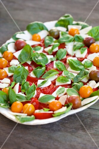 Tomato and mozzarella salad with basil (close-up)