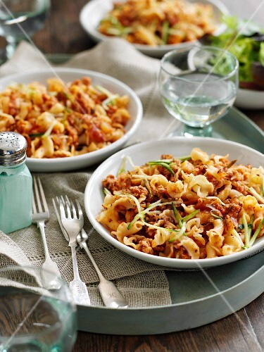 Quick pasta with pork, fennel and tomatoes