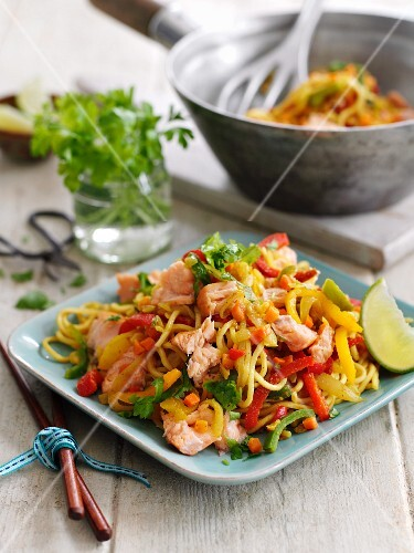 Spicy salmon pasta with peppers