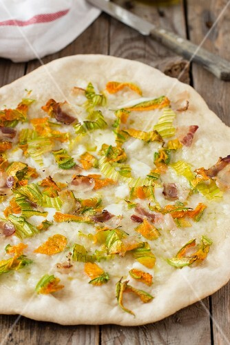 Pizza with summer vegetables and bacon