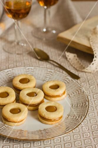 Caramel biscuits and dessert wine