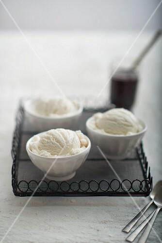 Bowls of vanilla ice cream on a tray