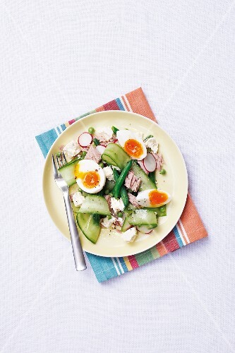 Tuna fish salad with green beans and egg