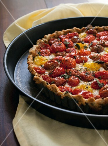 A tomato tart with red and yellow tomatoes