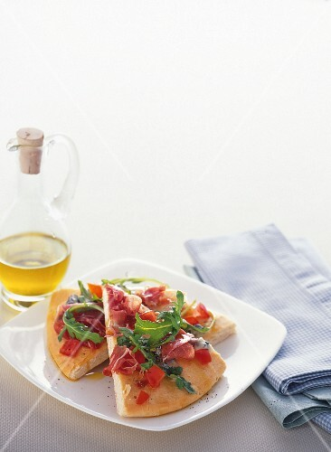 Pizza bianca with blue cheese, rocket and Parma ham