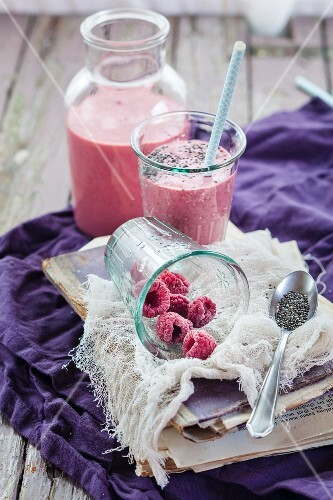 A vegan raspberry smoothie with chia seeds in a bottle and glass