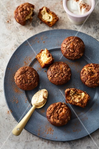 Pumpkin muffins filled with cream cheese