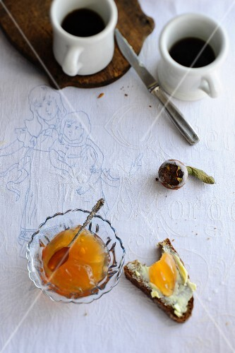 Medlar jelly in a glass bowl and on a slice of bread with butter