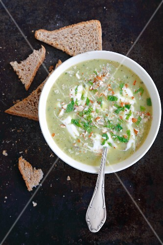Cream of courgette soup with mint and almonds