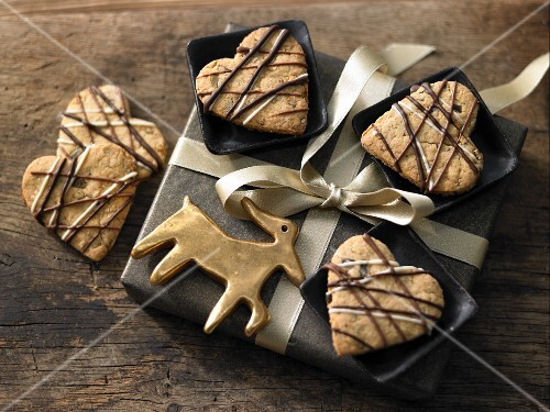 Heart-shaped Christmas biscuits with pumpkin seeds