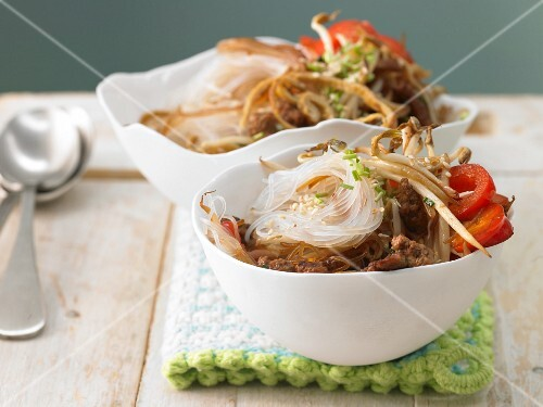 Oriental fried noodles with bean sprouts and eggs