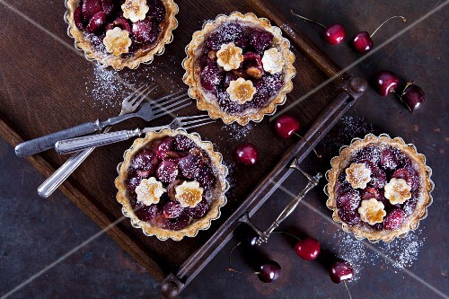 Mini shortcrust tartlets with cherries