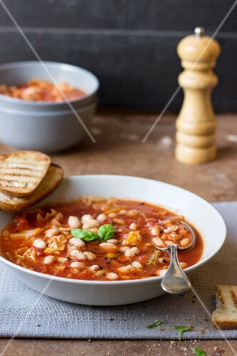 White bean soup with grilled bread