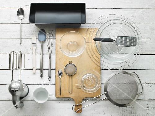 Kitchen utensils for making cake