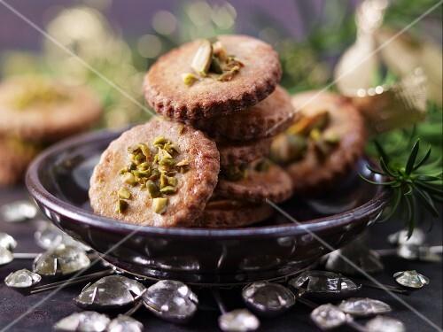 Spekulatius (German Christmas biscuits) with pistachio nuts