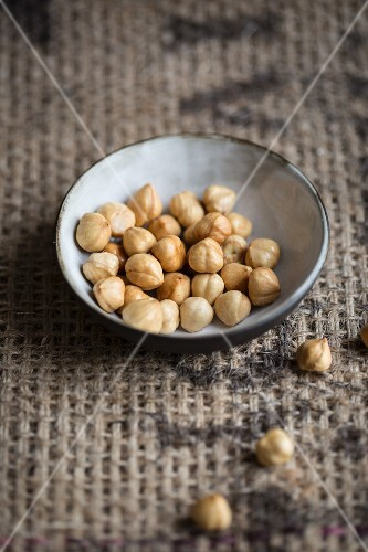 A bowl of hazelnuts