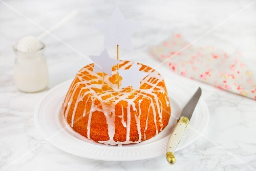 Yoghurt cake with white icing