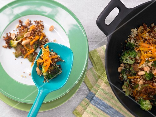 Oriental fried bulgur with broccoli and peanuts