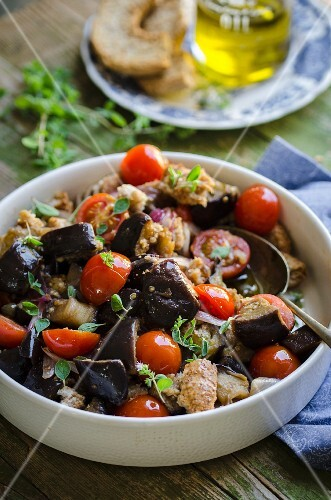 Bread salad with oven-roasted vegetables and cherry tomatoes