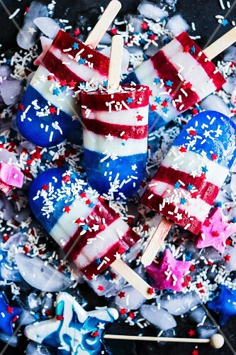 Ice lollies made with milk, spirulina and raspberries for 4 July (USA)
