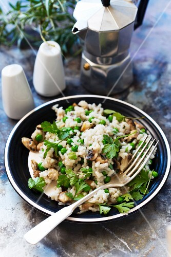 Mushroom and pea risotto with parsley