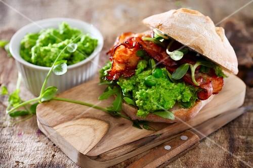 A mushy pea and bacon sandwich