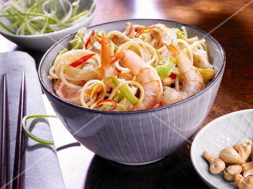 Noodles with prawns, spring onions and cashew nuts
