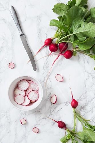 Fresh radishes, whole and sliced