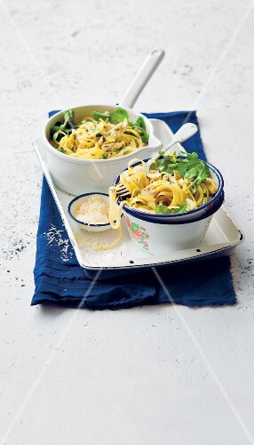 Pasta with lemon and chicken