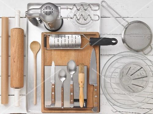 Kitchen utensils for making gooseberry cake