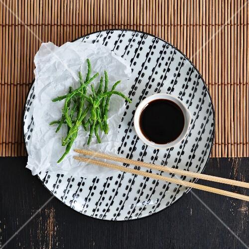 Fresh seaweed and soy sauce