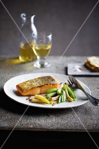 Quick crispy salmon with white wine onions
