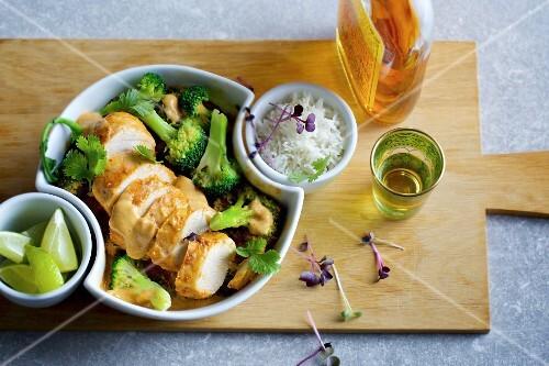 Thai-Curry mit Huhn und Broccoli aus dem Ofen
